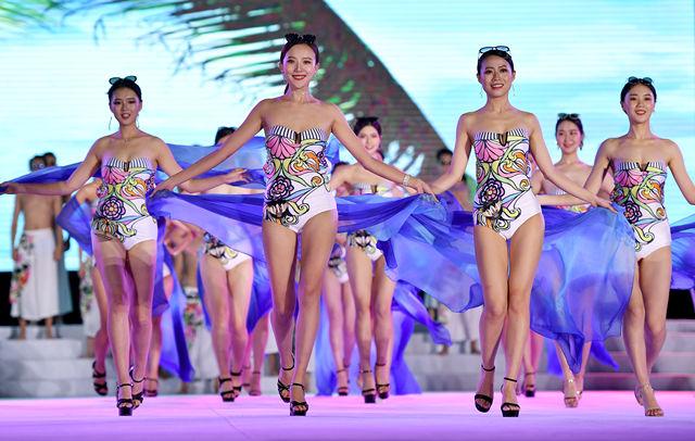第十七届精功模特大赛总决赛在海口举行(新华社)